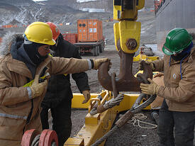 800px Cargo loading, Operation Deep Freeze 2007 070208 N 4868G 323