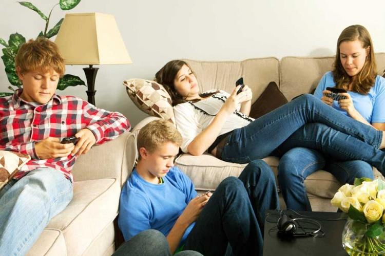 teens-iphones-1